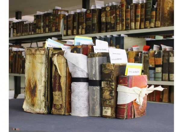 Beschädigte Bücher der Herzogin Anna Amalia Bibliothek Foto: Constantin Beyer © Klassik Stiftung Weimar