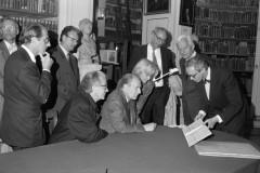 François Mitterand und Bundespräsident Richard v. Weizsäcker in der Herzogin Anna Amalia Bibliothek am 20.9.1991